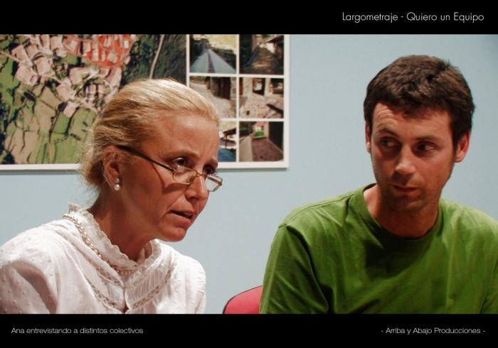 Secuencia en la que dos integrantes de una asociación, están siendo entrevistados por Ana para su proyecto