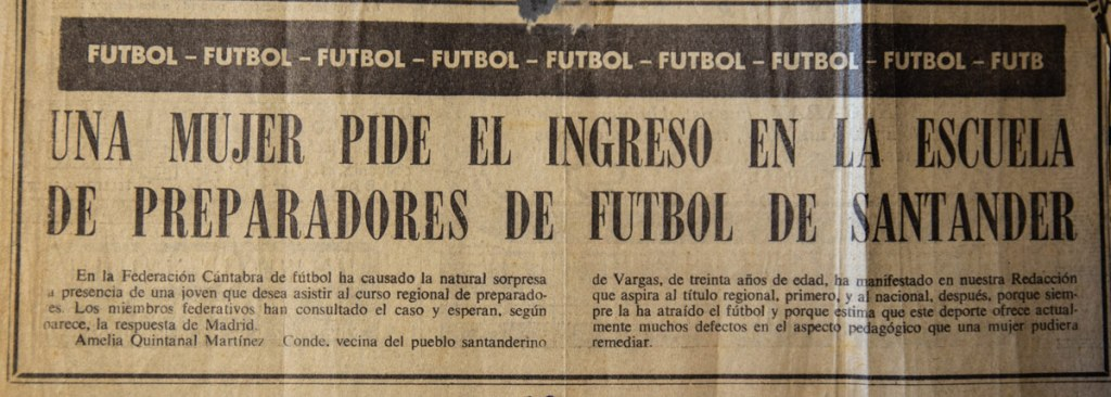 recorte de prensa de la época, donde Mencionan a Amelia Quintanal Martinez-Conde como entrenadora de fútbol